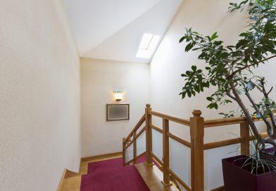 Jak wybrać odpowiednie schody na poddasze?